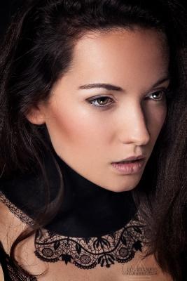 Clara Eon x Delphine Moll